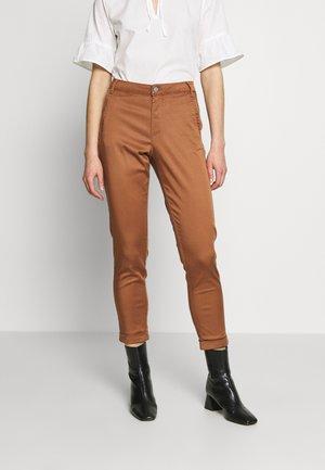 VICHINO 7/8 NEW PANT - Chino kalhoty - rawhide