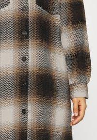 Noisy May - NMFLANNY ELA SHAKET - Klasický kabát - beige/ brown/ black - 5