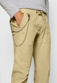 Redefined Rebel - TOBY PANTS - Trousers - sand - 4