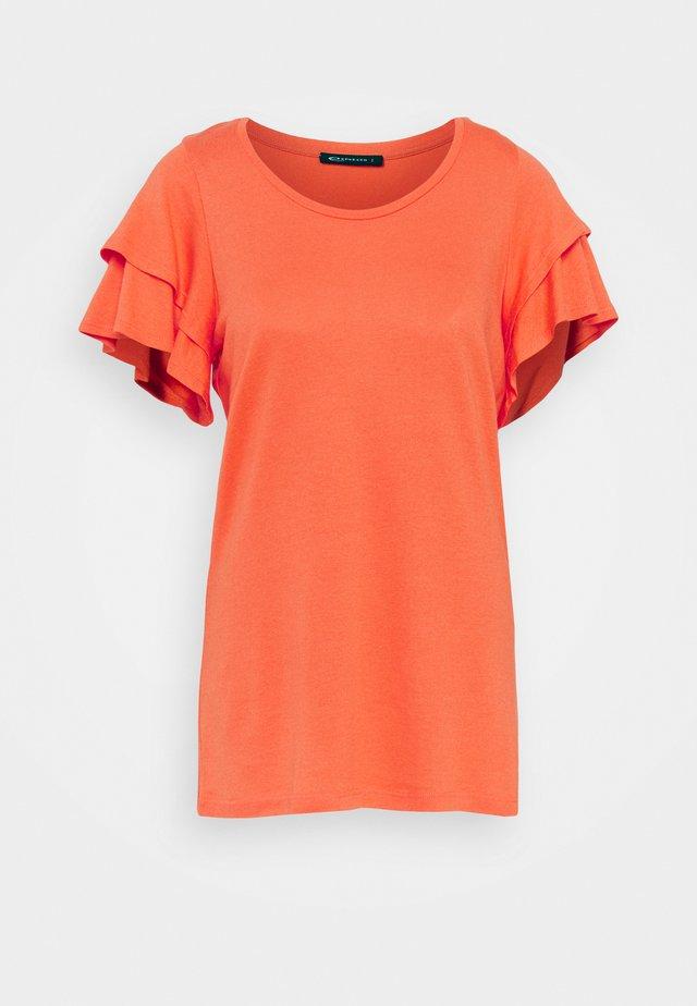 DORINDE - T-shirt print - coral