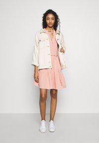 NA-KD - VNECK SHORT SLEEVE DRESS - Day dress - dusty pink - 1