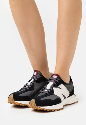 WS327 - Trainers - black