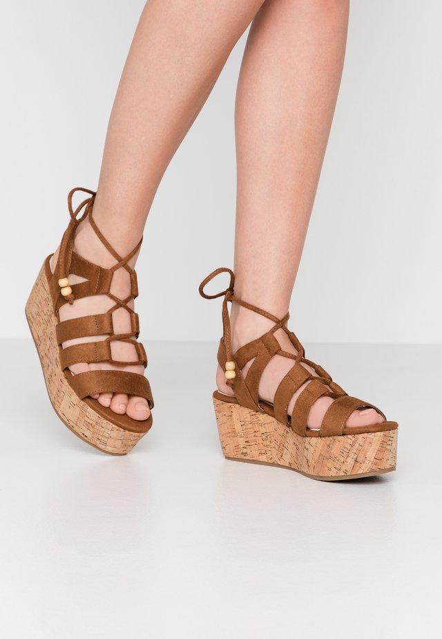 NEW SOCOTRA - Korkeakorkoiset sandaalit - tan