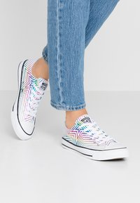 Converse - CHUCK TAYLOR ALL STAR ALL OF THE STARS - Trainers - white/black - 0