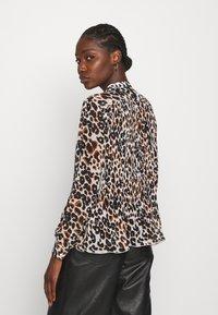 Calvin Klein - GEORGETTE BLOUSE 2-IN-1 - Blouse - white/black - 2