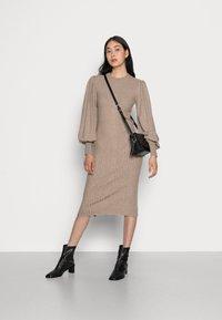 Moss Copenhagen - RACHELLE DRESS - Strikket kjole - dune melange - 1