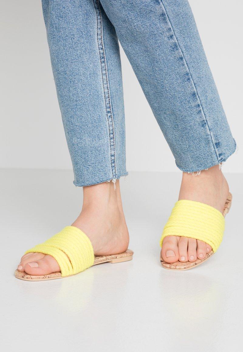 Public Desire - LANI - Pantofle - yellow