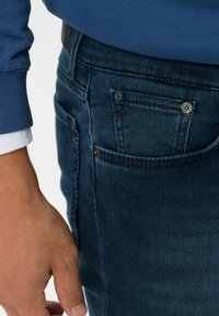 BRAX - STYLE CHUCK - Slim fit jeans - regular blue used - 4