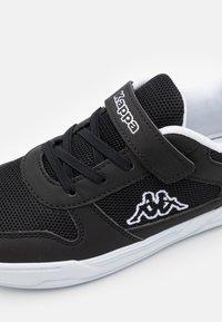 Kappa - UNISEX - Sports shoes - black/white - 5