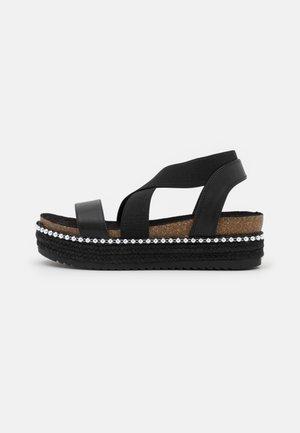 WIDE FIT ADELLE - Sandalias con plataforma - black