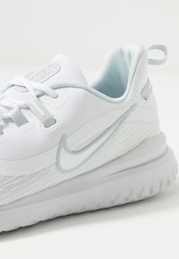 Nike Performance - RENEW RIVAL 2 - Juoksukenkä/neutraalit - white/pure platinum - 5