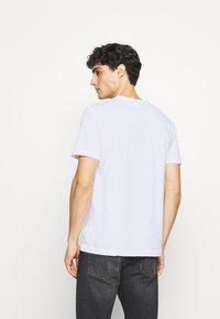 Calvin Klein - LOGO BOX - T-shirt med print - white - 2