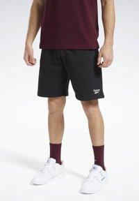 Reebok Classic - CLASSICS VECTOR SHORTS - Shorts - black - 0