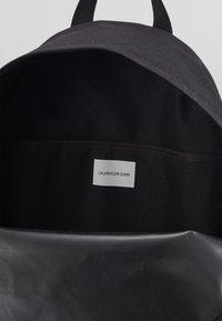Calvin Klein Jeans - ROUND - Batoh - black - 4