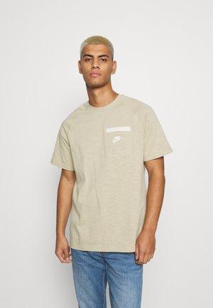 Basic T-shirt - grain/coconut milk/white
