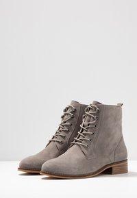 mint&berry wide fit - Šněrovací kotníkové boty - grey - 4