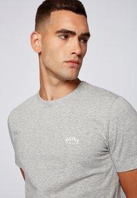 BOSS - TEE CURVED - Basic T-shirt - grau - 3