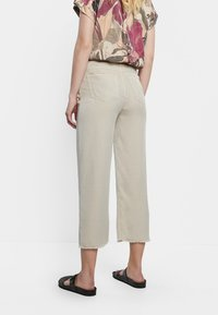 Desigual - RITA - Straight leg jeans - white - 2