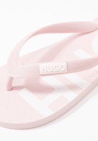 HUGO - ONFIRE - Badesko - rosa - 2