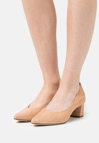 Högl - PRESTIGE - Classic heels - sahara - 0