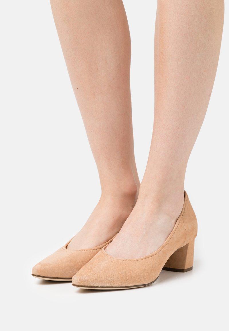 Högl - PRESTIGE - Classic heels - sahara