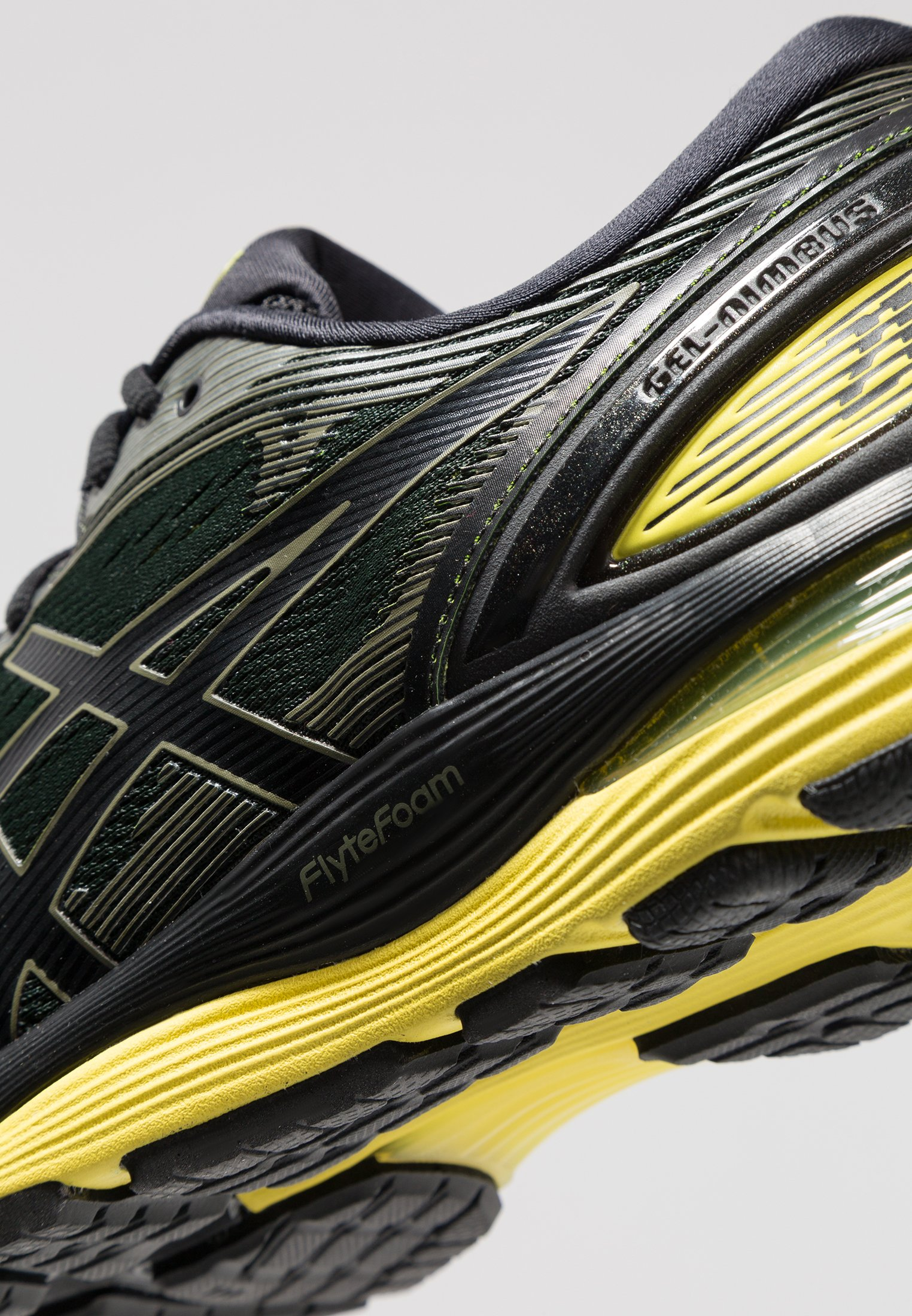 GEL-NIMBUS 21 - Zapatillas de running neutras - black/lemon spark