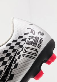 Nike Performance - VAPOR 13 CLUB NEYMAR FG/MG - Moulded stud football boots - chrome/black/red orbit/platinum tint/white - 5