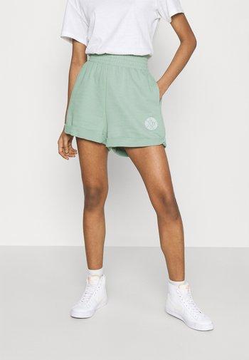 FEMME - Shorts - steam/white