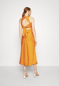 Who What Wear - CUT OUT BACK SLIP DRESS - Cocktail dress / Party dress - papaya - 2