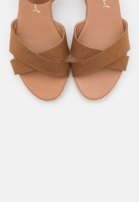 New Look Wide Fit - WIDE FIT YABBY CROSS VAMP LOW WEDGE - Espadrilles - tan - 5