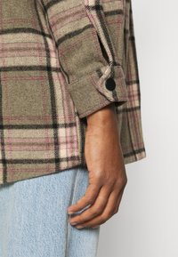 ONLY - ONLELLENE VALDA CHACKET - Summer jacket - balsam green/pink/black - 4