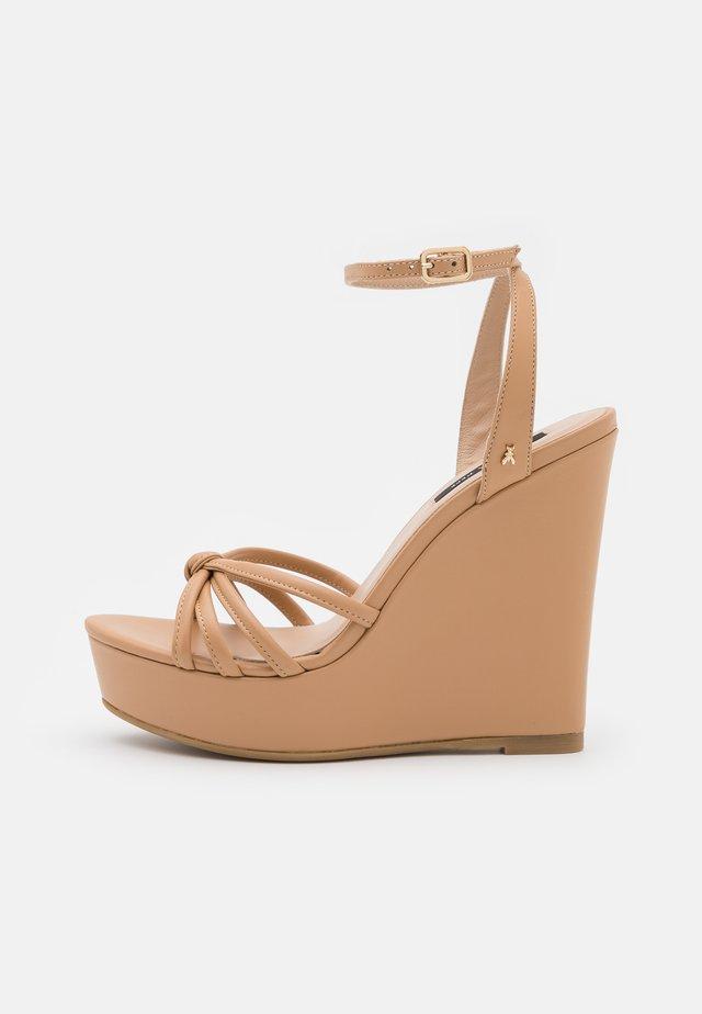 Sandały na platformie - pompei beige