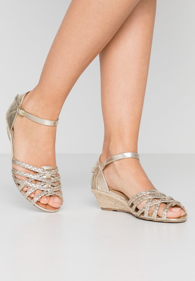KATANA - Wedge sandals - gold
