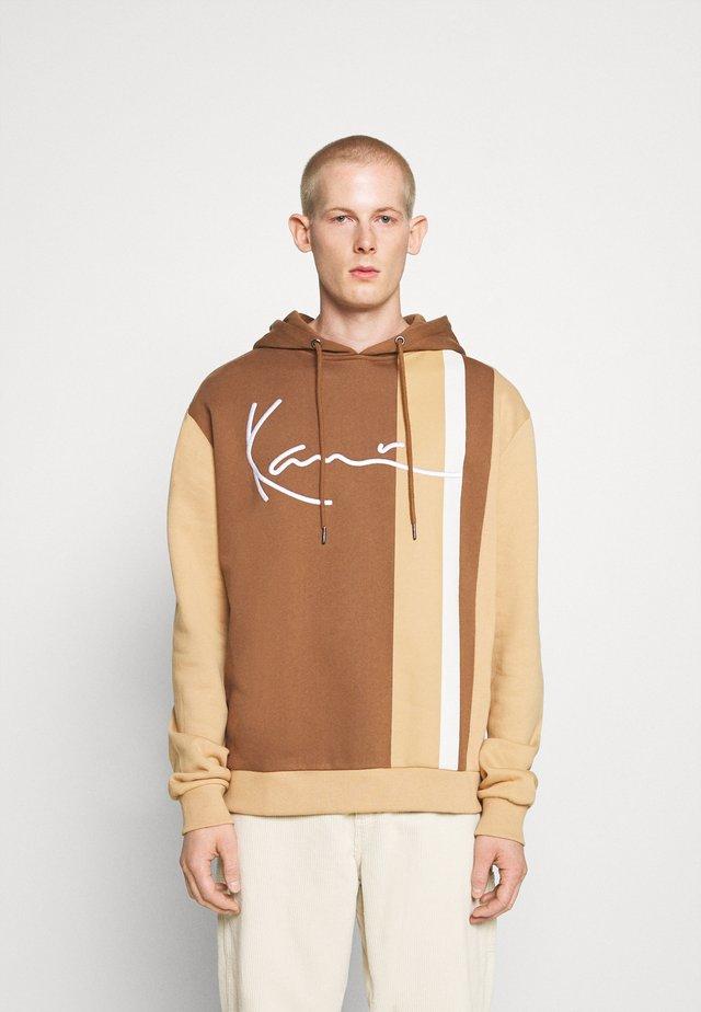 SIGNATURE BLOCK HOODIE - Hoodie - brown