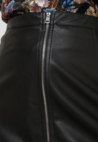 Pinko - LEVIGARE GONNA SIMIL - Mini skirt - black - 4