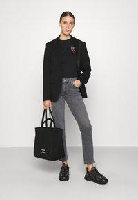 KARL LAGERFELD - IKONIK OUTLINE TEE - T-Shirt print - black - 1