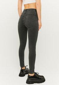 TALLY WEiJL - SKINNY  - Jeans Skinny Fit - black denim - 2