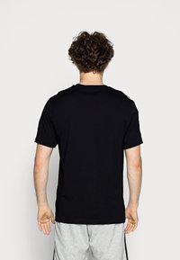 adidas Originals - TECH TEE - Printtipaita - black - 2
