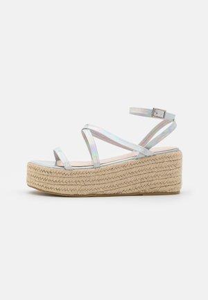AMYLIA - Sandály na platformě - silver
