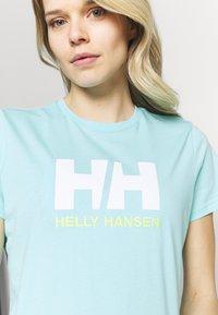 Helly Hansen - LOGO - Print T-shirt - glacier blue - 4