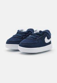 Nike Sportswear - FORCE 1 CRIB SE UNISEX - První boty - midnight navy/white/lime glow - 1