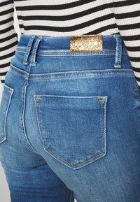 ONLY - ONLSHAPE LIFE REG - Jeans Skinny Fit - light medium blue denim - 4