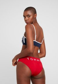 Tommy Hilfiger - BLOCK BRALETTE - Bikini top - navy blazer - 2