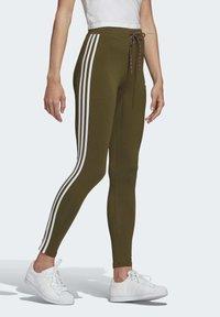 adidas Originals - LEGGINGS - Leggings - Trousers - green - 2