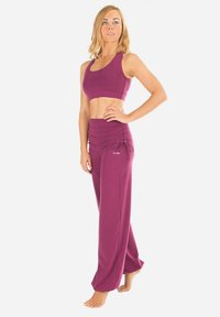Winshape - Tracksuit bottoms - berry love - 1