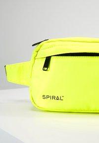 Spiral Bags - CROSSBODY BUM BAG - Ledvinka - neon yellow - 7