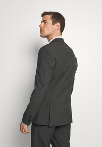 Isaac Dewhirst - RECYCLED CHECK DOUBLE BREASTED SUIT - Kostym - anthracite - 3