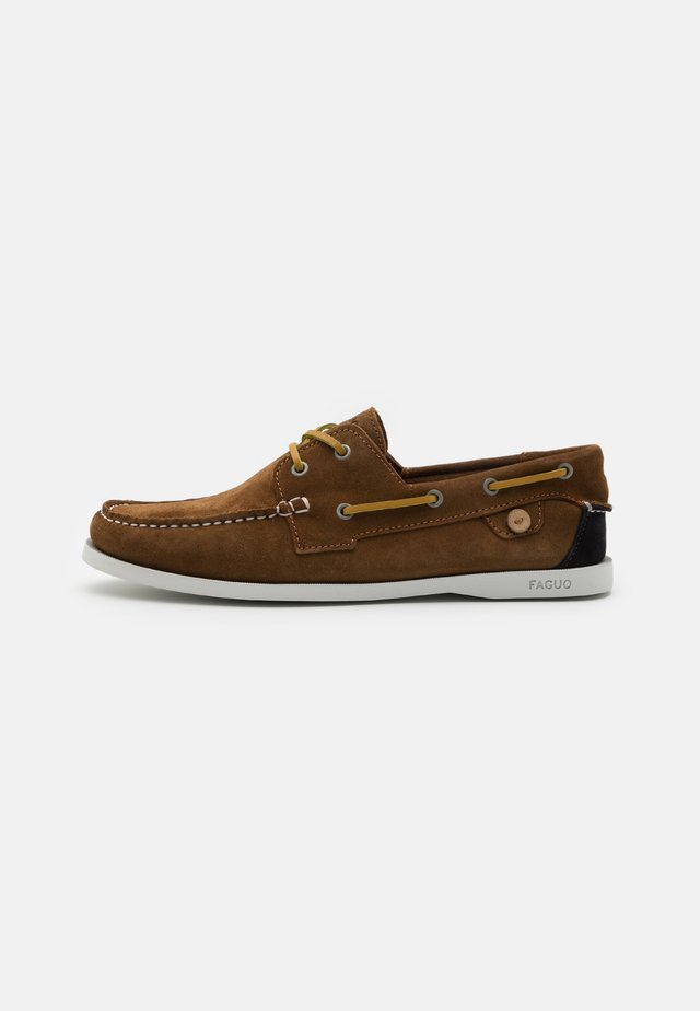 LARCH - Boat shoes - tobacco