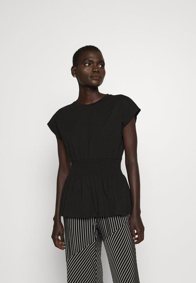 CARLA TEE - Jednoduché triko - black