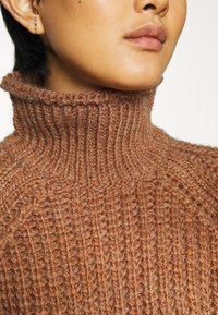 Third Form - OWN BEAT CHUNKY TURTLENECK - Jumper - nutmeg - 5